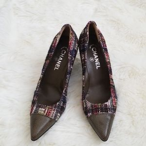 Classic CHANEL Pointed Cap toe Pumps Size 39.5